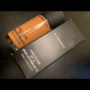 MAC Cosmetics Makeup - MAC studio fix fluid nw43